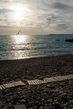 Coucher du soleil sur une plage abandonnée Images libres de droits