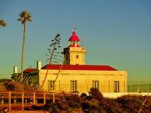 Coucher du soleil tiré du phare au Portugal images libres de droits