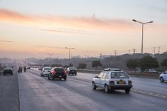 Coucher du soleil du trafic de route à Islamabad Photos libres de droits