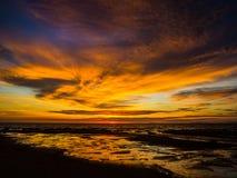 Coucher du soleil tropical de cieux Photographie stock libre de droits
