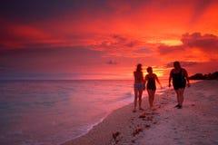 Coucher du soleil tropical de plage Photographie stock libre de droits