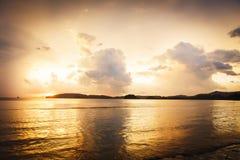 Coucher du soleil tropical en Thaïlande Image libre de droits