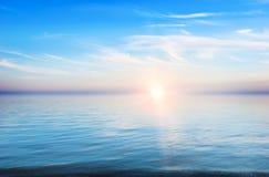 Coucher du soleil - un horizontal tranquille Photo libre de droits