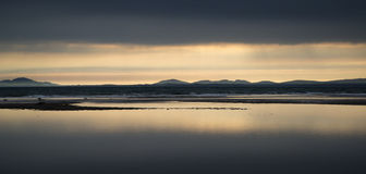 Coucher du soleil vibrant de beau paysage marin de paysage Images libres de droits
