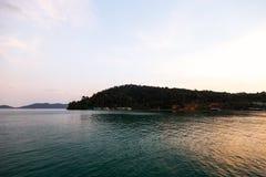 Coucher du soleil vif vert à l'île de Ko Chang en Thaïlande, avril 2018 - Paradise regardent en réalité - la meilleure destinatio images stock