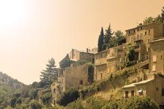 Coucher du soleil, village français. La Provence. La France. Photographie stock libre de droits