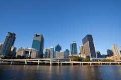 Coucher du soleil, ville de Brisbane Images stock
