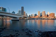 Coucher du soleil, ville de Brisbane Photos stock