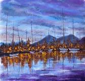 Coucher du soleil violet bleu au-dessus d'île de baie La ville orange de Niight est reflétée dans l'eau calme Les yachts sont bla Photos stock