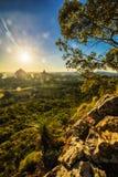 Coucher du soleil vu de Mt Tibrogargan, montagnes en verre de Chambre, soleil Image libre de droits