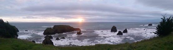 Couchers du soleil au-dessus du Pacifique Image libre de droits