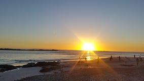 Couchers du soleil dans le ciel, le soleil jaune Images libres de droits
