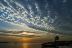 Couchers du soleil dans le dawnlight photographie stock
