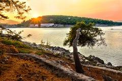 Couchers du soleil de la Croatie Coucher du soleil sur l'île Hvar Photos libres de droits