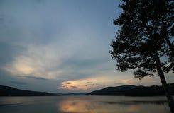 couchers du soleil de lac Image libre de droits