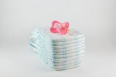 Couches-culottes de bébé sur un fond blanc Images stock