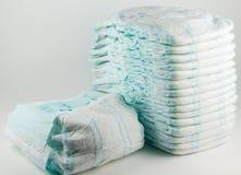 Couches-culottes de bébé sur un fond blanc Photographie stock libre de droits