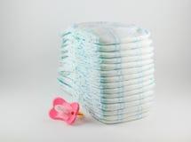 Couches-culottes de bébé sur un fond blanc Photo libre de droits