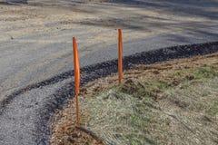 Couches de filet et de paille d'érosion de saleté de gravier d'asphalte sur une route fraîchement étendue image libre de droits