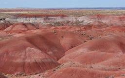 Couches ocres rouges de grès érodées en vallées en forme de V Photo libre de droits