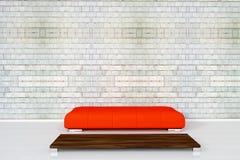 Couchez sur le mur de briques blanc Photo stock