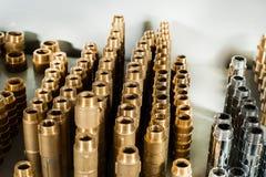Coudes de pièces en t de valves de chrome et de laiton d'installation sanitaire Images libres de droits