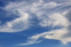 Coulds del cielo azul fotografía de archivo libre de regalías