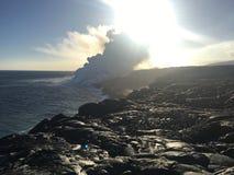 Écoulement de lave de volcan dans la grande île Hawaï d'océan Images stock