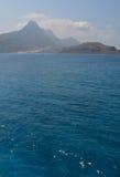 Couleur étonnante de l'eau la mer Méditerranée, belle Crète photos libres de droits