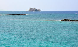 Couleur étonnante de l'eau la mer Méditerranée, belle Crète photographie stock libre de droits