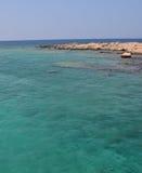 Couleur étonnante de l'eau la mer Méditerranée, belle Crète images libres de droits