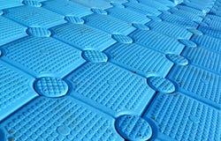 Couleur bleue de ponton modulaire en plastique, fond photo stock