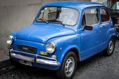 Couleur bleue Fiat 600 de vintage Photographie stock libre de droits