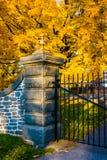 Couleur d'automne et la porte du cimetière national de Gettysburg Photo stock