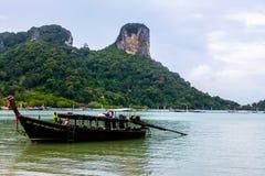 Couleur de bateau de Krabi d'île de la Thaïlande photographie stock
