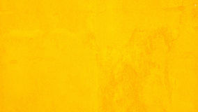 Couleur de jaune de mur en béton pour le fond de texture photos libres de droits