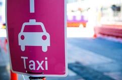 Couleur de rose de connexion de point de collecte de taxi photos libres de droits