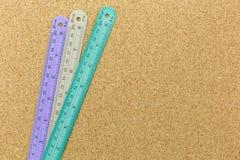 couleur 3 des règles sur le panneau de liège Photographie stock libre de droits