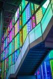 Couleur en verre d'intérieur à DES Congrès de Montréal de Palais Image stock