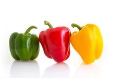Couleur rouge, verte et jaune des poivrons de piment d'isolement sur b blanc Image stock