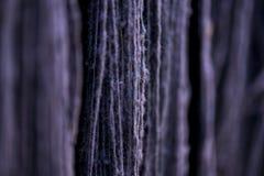 Couleur teinte de fil en soie par nature Image stock