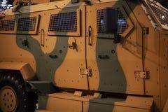 Couleur vert-jaune militaire de véhicule de transport de camouflage photo libre de droits
