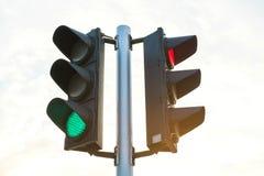 Couleur verte sur le feu de signalisation Images libres de droits
