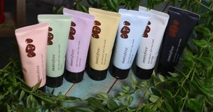 Couleur volcanique Clay Mask d'INNISFREE photographie stock