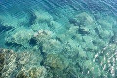 Couleurs bleues lumineuses d'océan Photographie stock libre de droits
