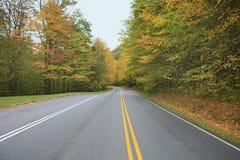 Couleurs d'automne sur la route Photographie stock libre de droits