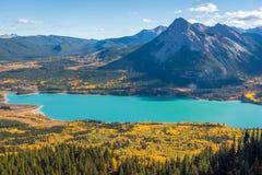 Couleurs de chute au lac barrier à Kananaskis dans Alberta, Canada photos libres de droits