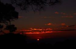 Couleurs de coucher du soleil dans l'Inde à distance de l'Himalaya Image stock
