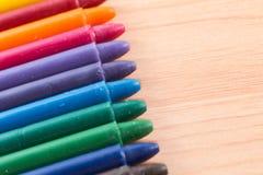 Couleurs de crayon sur le bois Image libre de droits