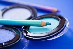 Couleurs de fard à paupières et eyeliners, produits de beauté Images libres de droits